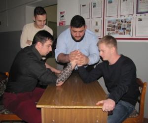 Соревнование студентов в личном первенстве по армрестлингу